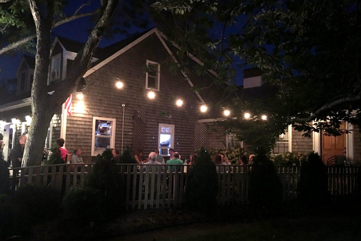 19 raw oyster bar edgartown martha's vineyard