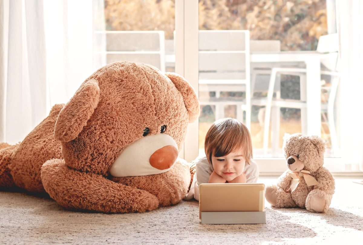 the best online entertainment right now for little kids, including animals at zoos, science, movement and dance, art, music and story times.