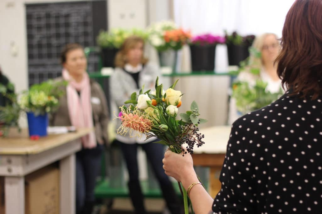 Among the best online classes in flower arranging