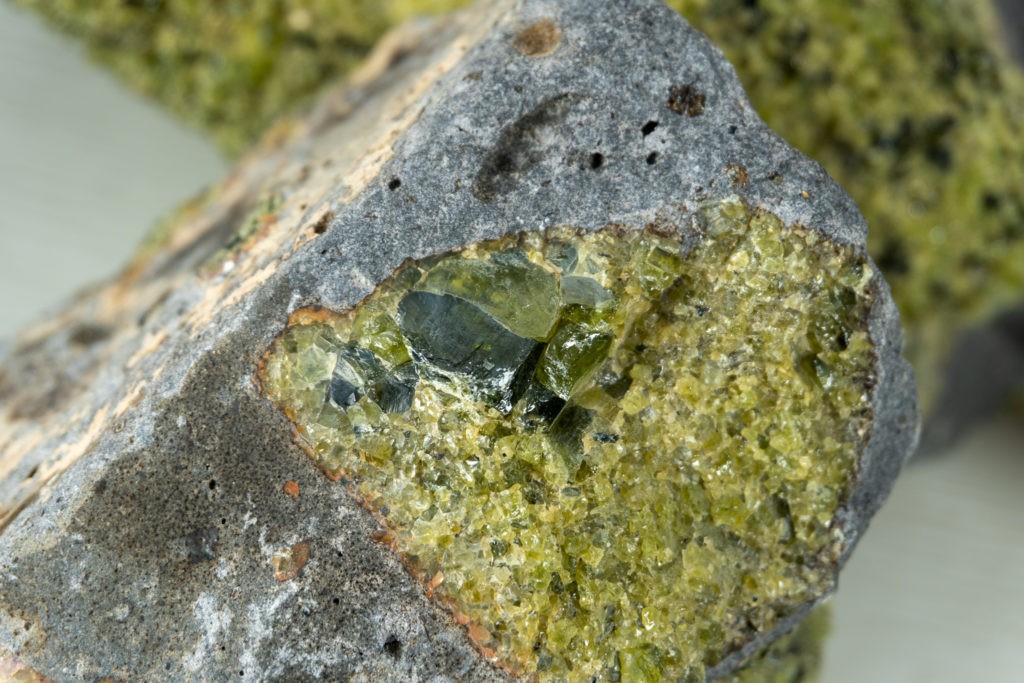 What are the best luxury August peridot birthstone jewelry gifts?