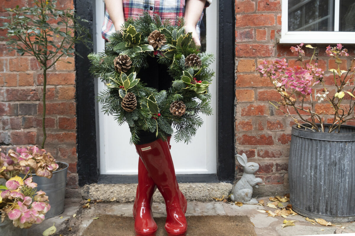 It's Surprisingly Easy to Make Your Own Holiday Wreath