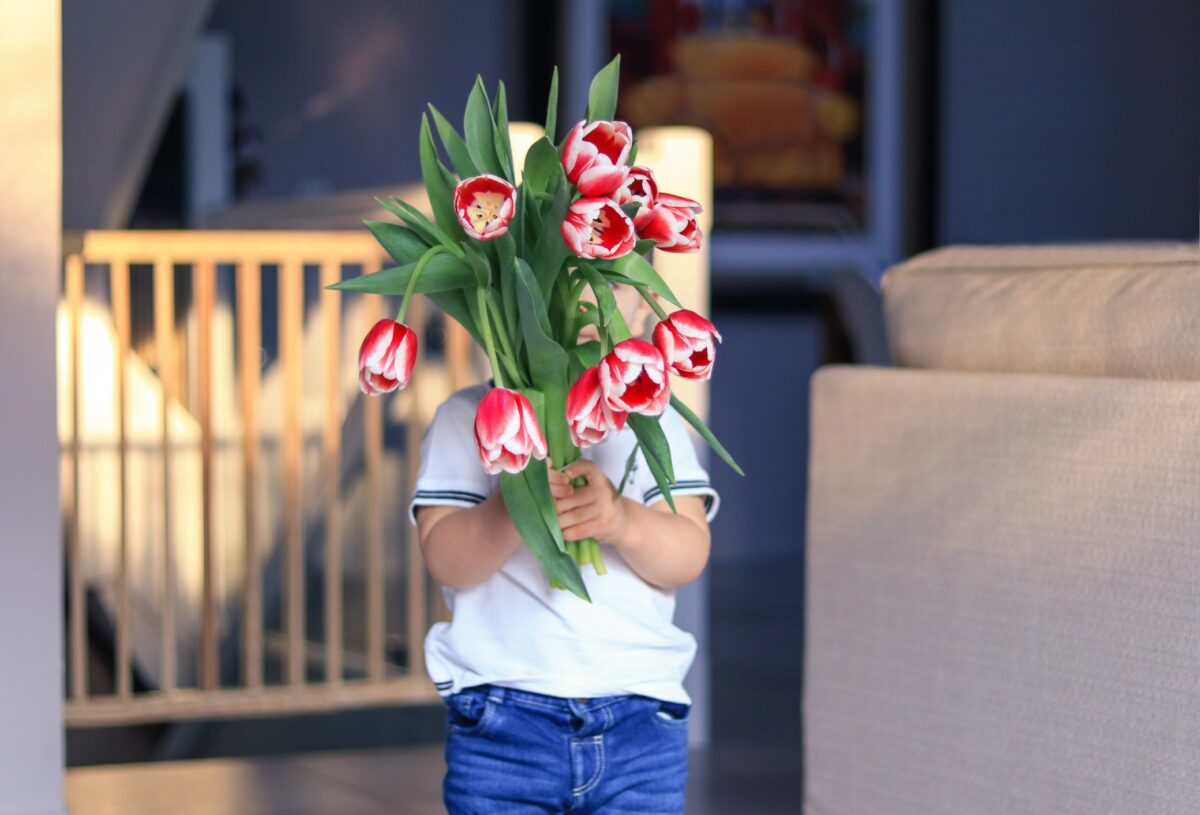 he best luxury flower bouquets and floral arrangements to buy online for delivery on Mother's Day 2021.