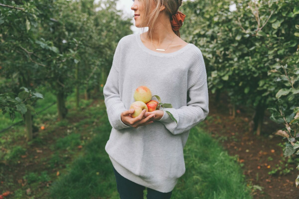what to wear to the orchard to go apple picking this fall 2021 - 6 ideas for a cute outfit for women
