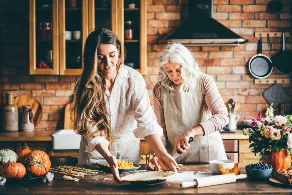 he best kitchen tools and gadgets to buy that are essential for home cooks to make it just a little bit easier when preparing, serving and hosting Thanksgiving 2021 dinner