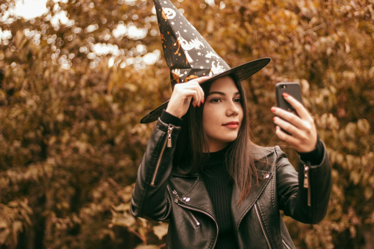 easy and clever last-minute costumes for adults perfect for every kind of Halloween 2021 party