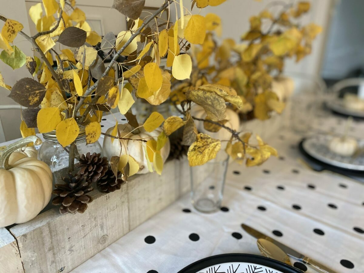 the best chic and charming luxury tabletop items and ideas for home table décor for those playing host for Thanksgiving 2021.